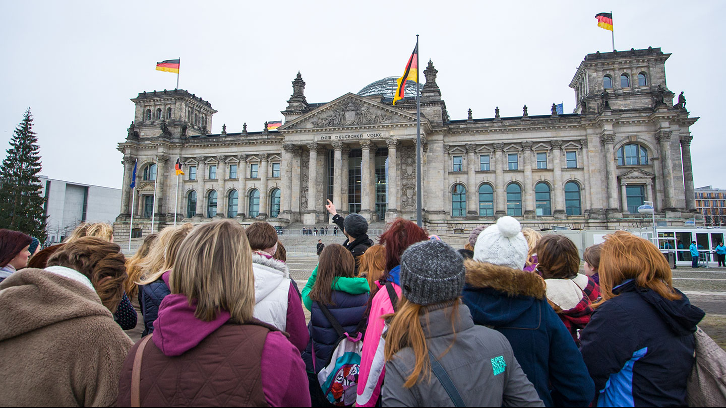 guided-walking-tour-berlin.jpg